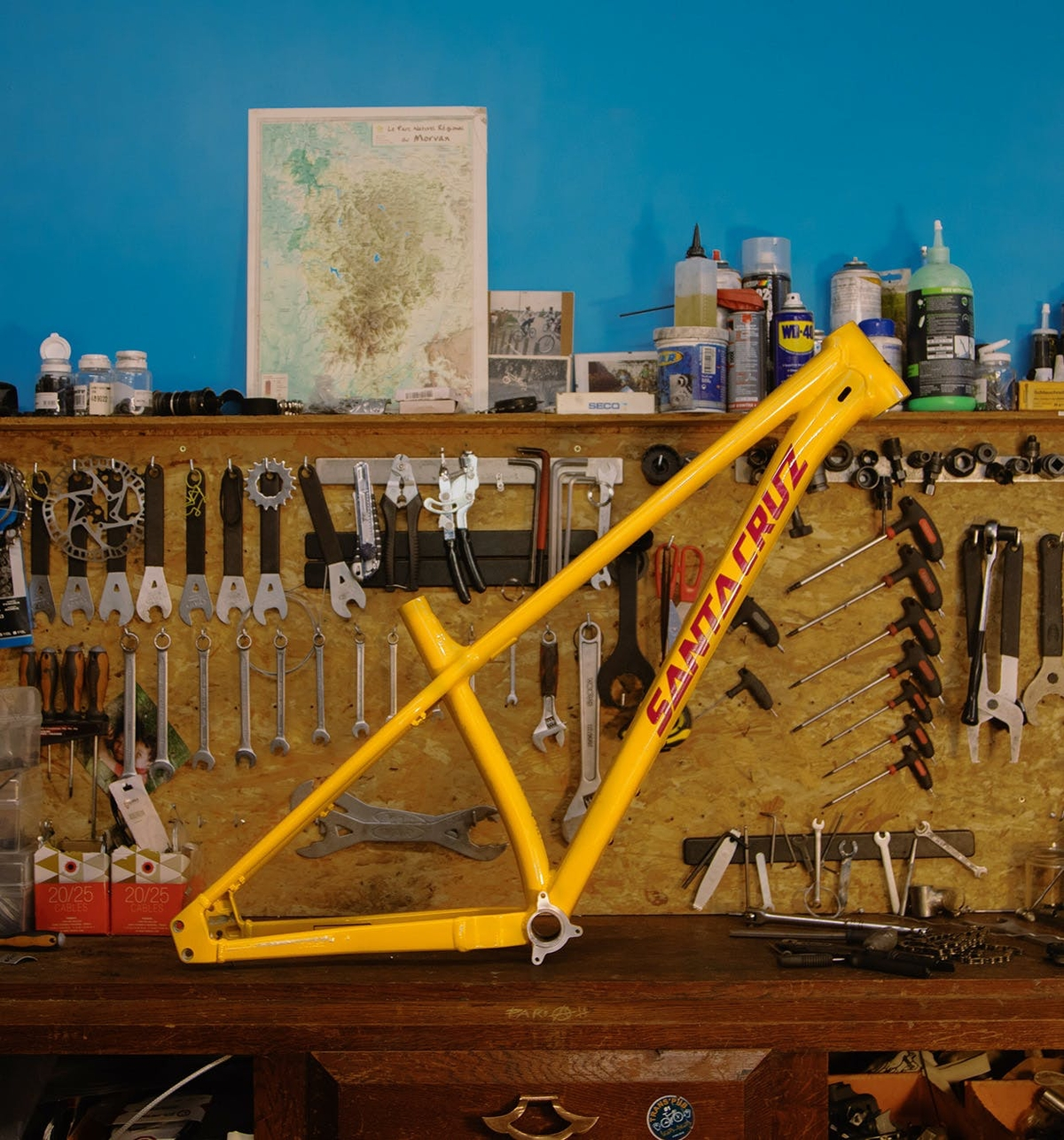 2022 Santa Cruz Bicycles Chameleon 8 yellow and magenta frame