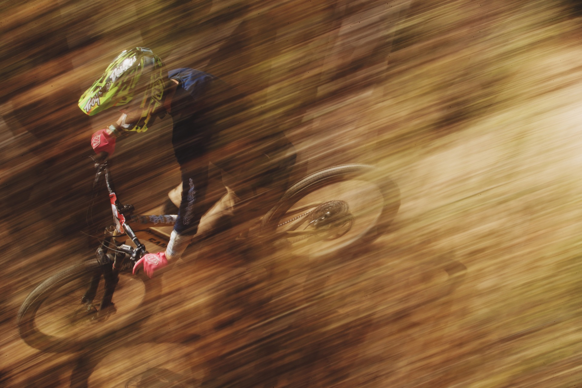 Santa Cruz Bicycles - Allan Cooke at Andes Pacifico Enduro 2018