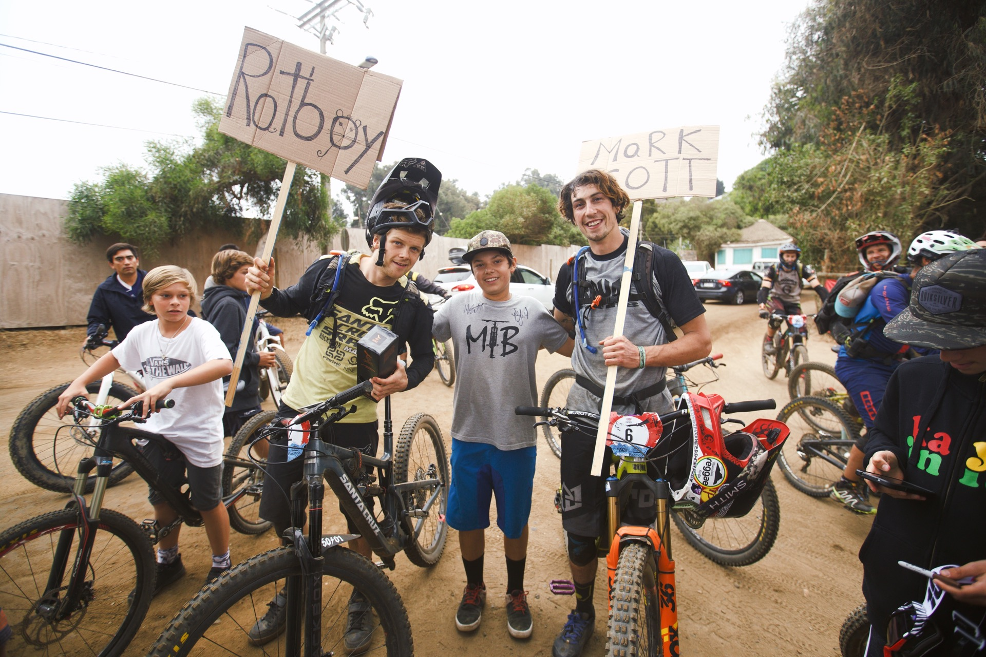 Santa Cruz Bicycles - Mark Scott and Josh Bryceland Hanging Out with the Fans at Andes Pacifico