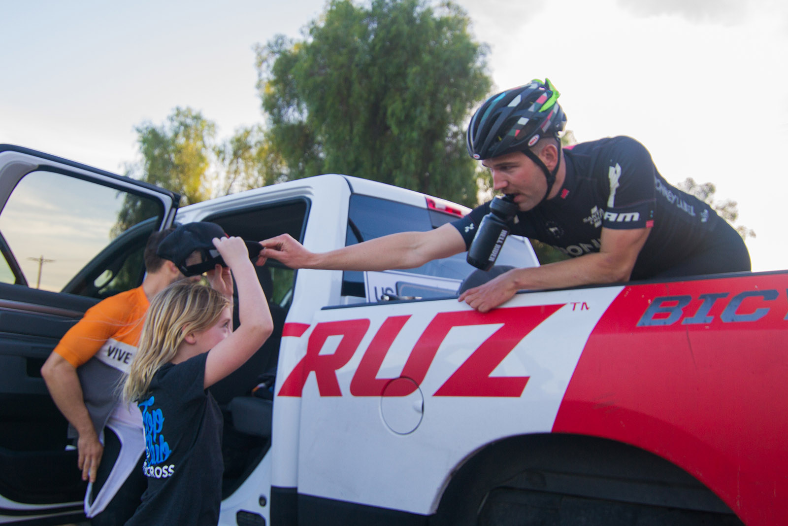 Santa Cruz Free Agent Tobin Ortenblad Stoking Out Fans at CXLA Cyclocross Race