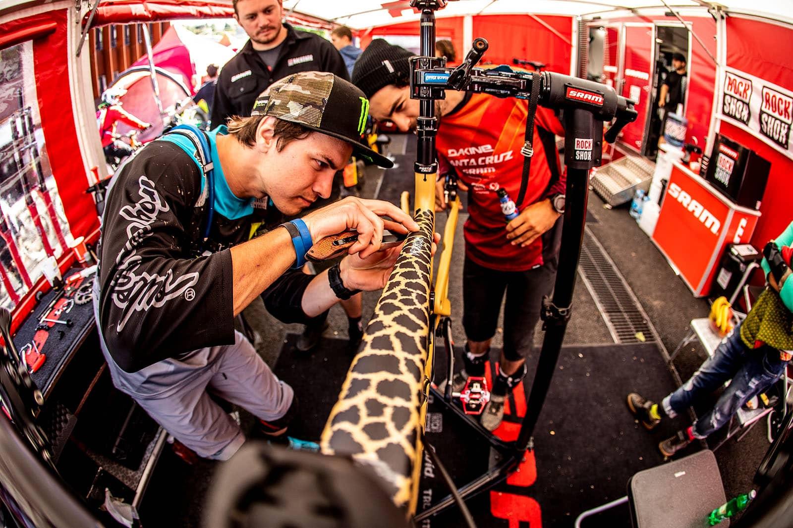 Santa Cruz Bicycles - Cheetah or Giraffe? Mitch and Iago ponder