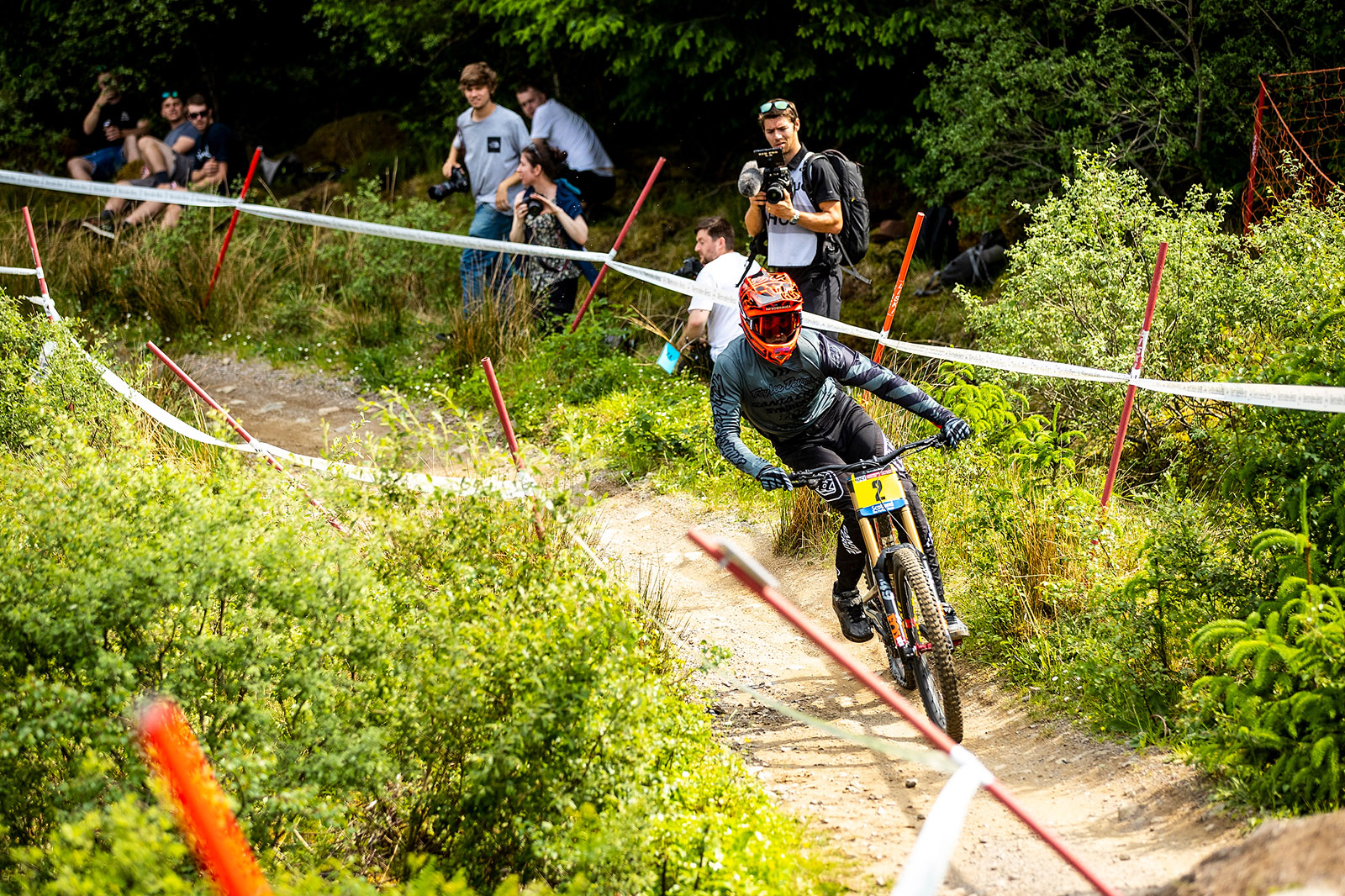 Santa Cruz Bicycles - The Syndicate's Luca Shaw Coaxing in a Flat Tire at the Fort William World Cup