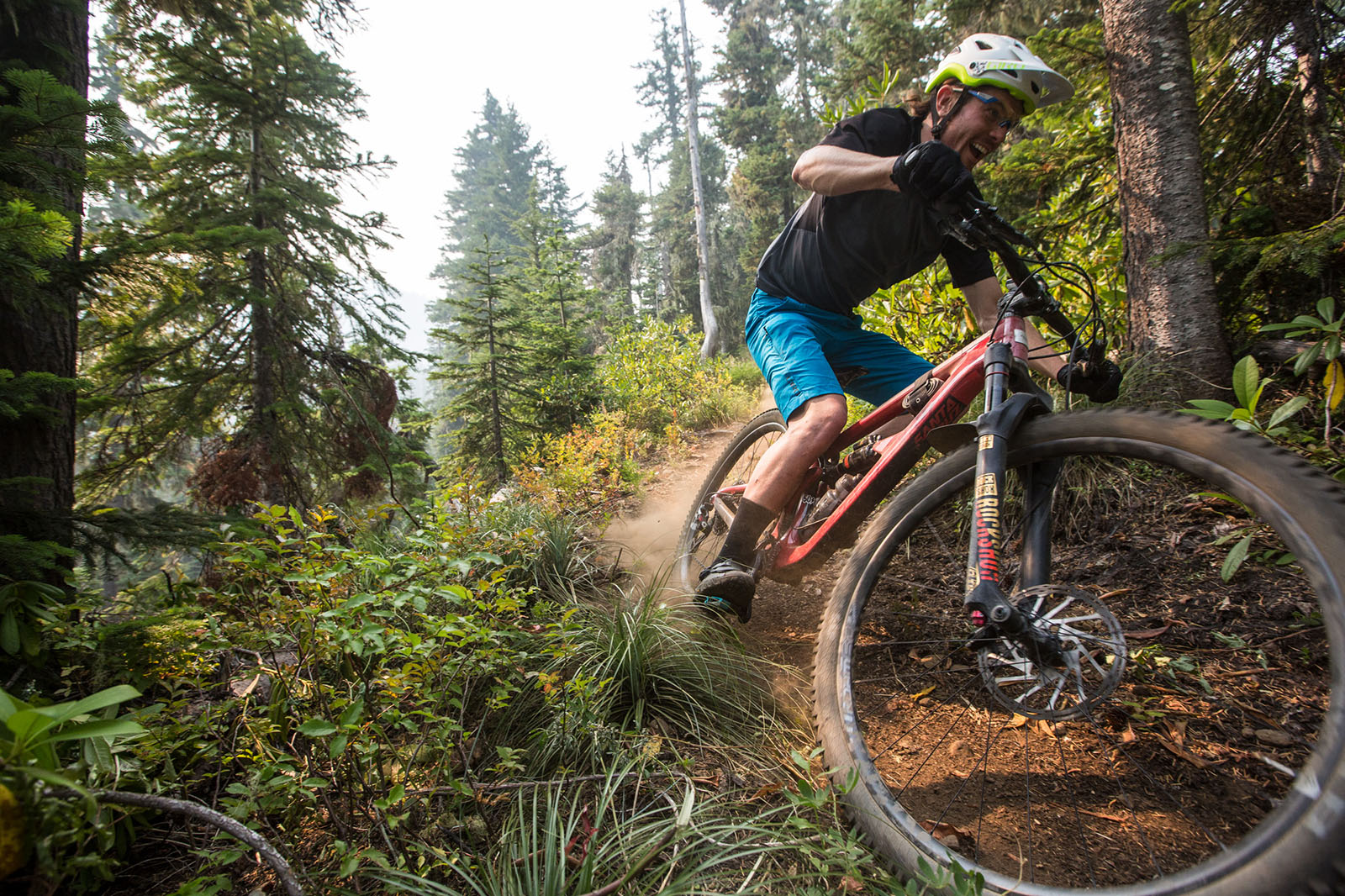 Santa Cruz Bicycles dig day with Trans-Cascadia crew in Oregon