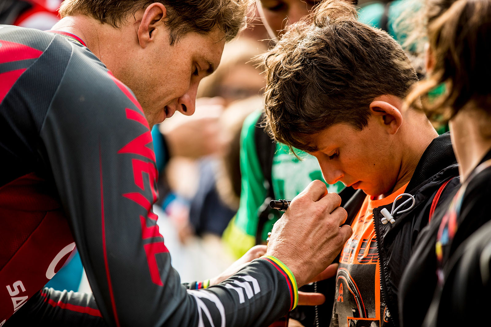 Greg Minnaar signing the jersey of a young fan at Val di Sole